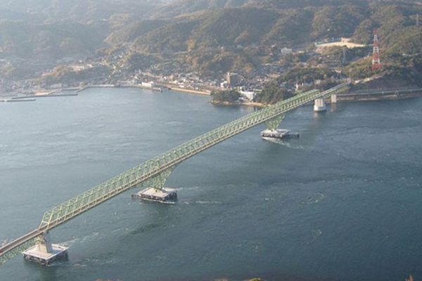 検証の実施場所となった大畠瀬戸。日本3大潮流とも呼ばれ、国内有数の流れの速さで知られています。大島大橋という橋の第4橋脚で検証を行いました。