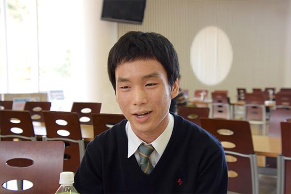 「大学での目標は、専門的な資格を取得することです」と小林さん。