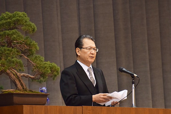 「本学で身につけた知識や経験を生かして、地域や日本のために活躍されることを願っております」と鶴学長。