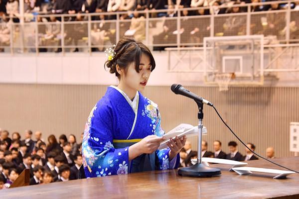 「私たちは本学で培った学びの姿勢を忘れず、自信と誇りを持って新たな一歩を踏み出していきます」と松浦さん。