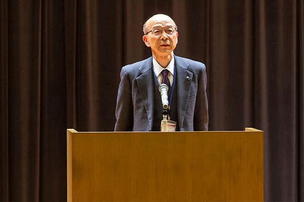 コンサートに先立ち、本学・岩井副学長が「学生同士の交流は、互いにとってよい思い出になるばかりでなく、本学学生にとって大変貴重な経験となる。このような機会を活用し、ぜひ楽しんで下さい」と挨拶しました。
