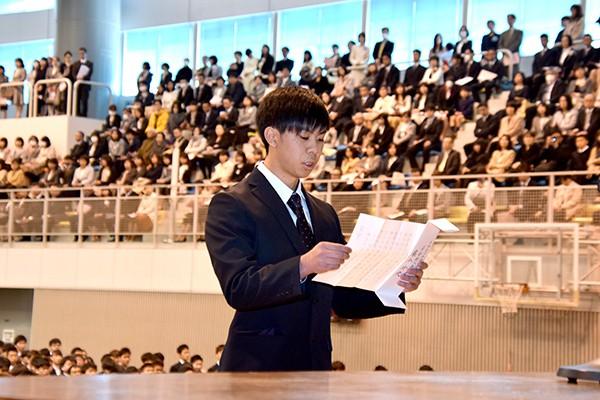 「多くの先輩や学友たちとの触れ合いの中で、個性豊かな人格の形成に努めてまいります」と藤本さん。