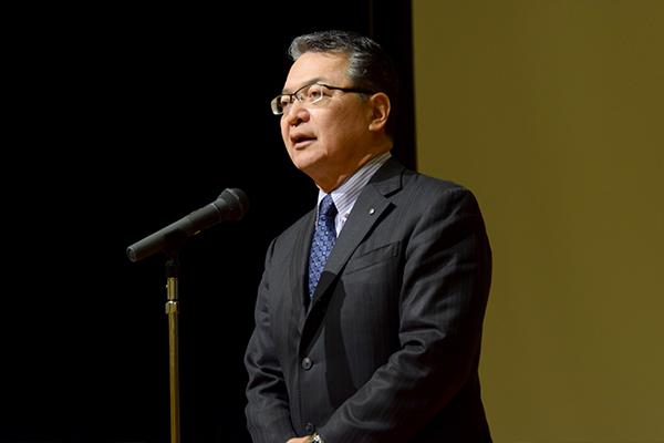 開会に先立ち鶴衛学長が「メンバーと議論し合い、どんなチャレンジをしてきて、どんな成果を得たのか、報告を楽しみにしています」と挨拶。