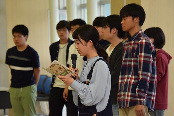 最後に滞在中のサポートを行う国際交流ボランティアの学生が挨拶。「私たちは海外の文化に興味があります。共に学び、共に支え合いましょう」