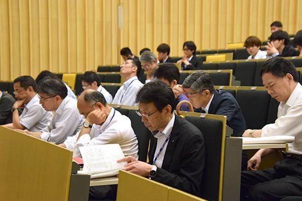 一般部門6団体のプレゼンテーションを終えても、変わらず厳しい審査が続きます。