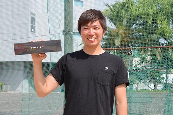 玉入れで優勝し目玉賞品の一つ、Apple Watchを見事引き当てた樋野剛大さん(環境土木工学科3年)「まさか当たるなんて思いませんでした。優勝に導いてくれたチームのみんなに感謝ですね」