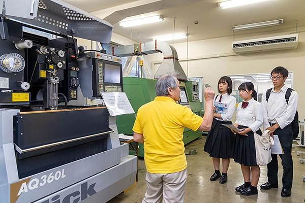 企画・設計から、加工機を操作して自分の考えた製品を創り出す...そんな、ものづくりのプロセスを一貫して学べる環境が、広島工業大学にはあるのです。