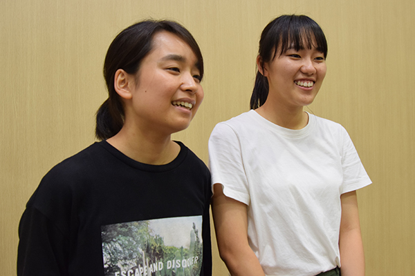 山本さん(左)と大宅さん(右)は、本学女子学生と女子留学生たちだけでケーキバイキングにも行き、女子会で大盛り上がりしたそう。女の子のスイーツ好きは世界共通!