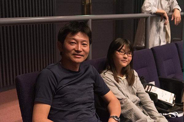チラシを見て初めて来場したという市川さん親子。「学生と思えないレベルの高い演奏に驚きました」とお父さんの久典さん。娘さんの千依さんも「私もピアノを弾いていますが、お兄さんとお姉さんたちの演奏はとても上手ですごかった!」と話してくれました。