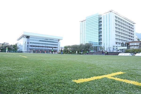 グリーンフィールドH.I.T.は、人工芝のグラウンド。整った環境で練習に集中できます。