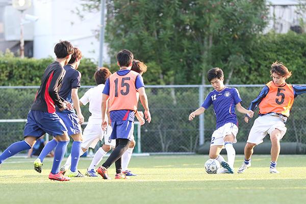 最後は中国大学リーグメンバーVS県リーグメンバーの練習試合で締めくくりました。