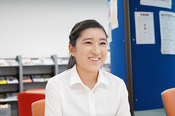 「これからの学生生活でたくさんの人と接してコミュニケーション能力を高めていきたい」と上田さん。