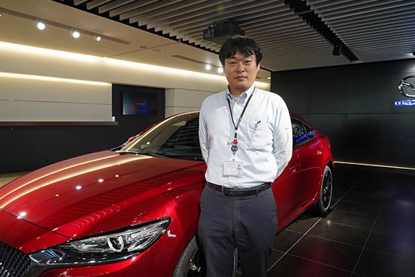 「いろんなチャレンジをして視野を広げることが大事。その経験が就職活動に活きます」とOBの戸津川さん。