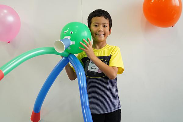 植村空くん(3年生)「風船聴診器だけでなくバルーンアートの作り方も教えてもらいました。家でもつくります」