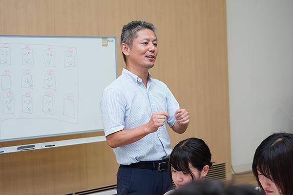 「他人の力を借りて自分を知り、リーダーシップとは何かを考えていきましょう」と本田さん。