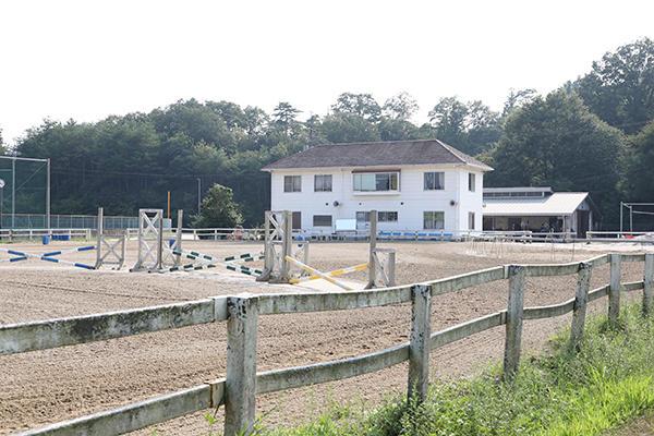馬術部の活動場所は沼田校舎。現在9頭の馬を所有しています。