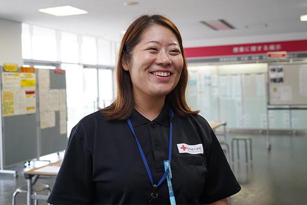 「献血会メンバーの呼び込みは、私たち職員が呼びかけるよりも効果絶大。とても助かっています」と岡本さん。