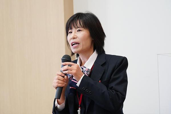 外部講師は、今年度も山口県東部ヤクルト販売株式会社 管理栄養士 𠮷岡清恵さんにお願いしました。