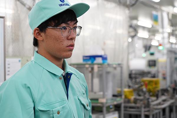 IEに挑むのは山本賢さん(電気システム工学科2年)。「知らない分野だけど、自分を変えたかった」と履修を決めたそうです。