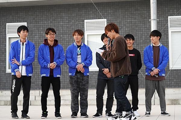 実行委員がゲスト役となりリハーサル開始。練習とは思えない山本さんの軽快なトークに学生たちもスイッチが入ります。