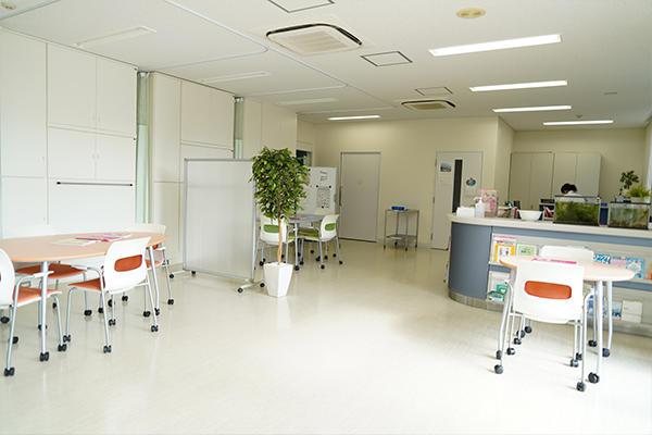 保健室では、ご子女の健康に不安を持つ保護者の方に対し、持病や健康診断の結果など、健康相談の場が設けられました。