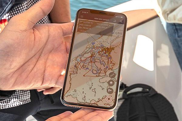 松本さん、砂田さんが海に出るのは2回目。河内さんはなんと6回目。彼のスマホの移動記録を見てみると、広島湾を中心とする様々な海域を巡っていることがわかります。