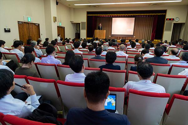 産業界・官公庁の方々や大学の研究者など、約200人が来場しました。