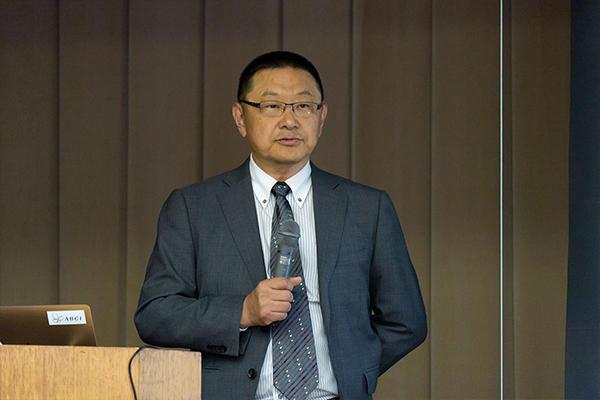 基調講演に登壇されたのは、産業技術総合研究所・理事の関口智嗣氏。研究者として、産総研ふるさとサポータとして、中国エリアの産業発展をお手伝いされています。