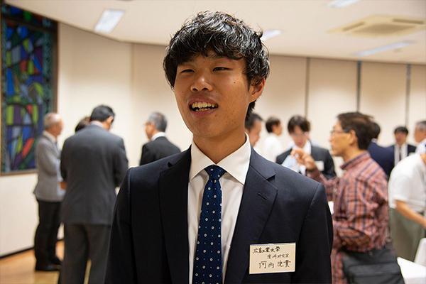 来場者として参加した、広島工業大学・情報工学科の4年生・河内洸貴さん。「事例紹介も豊富で、データサイエンスのことがよくわかったシンポジウムでした。私も研究者の立場で、いろんな活用法を考えていきたいと思います」