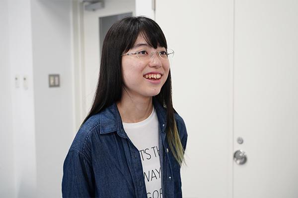 「留学先でもっと英語が話せたらより楽しめたと思う。後輩たちにはしっかり勉強をしていってほしいですね」と稲田さん。