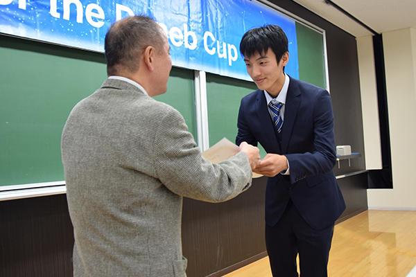 レシテーションの部の優勝は本学の上林泰一さん(機械システム工学科1年)