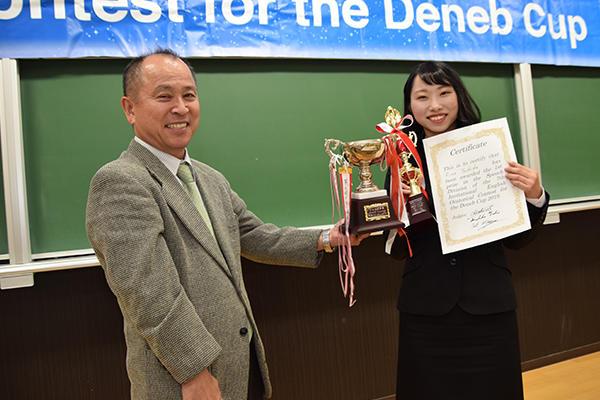オリジナルスピーチの部は広島大学の吉田理乃さん(法学部2年)が優勝。「Get New Values!」をテーマに物事を多面的に見る大切さを語りました。