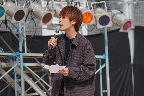 ラジオパーソナリティやイベントMCで活躍する山本将輝さんが2日間、司会進行を担当しました。