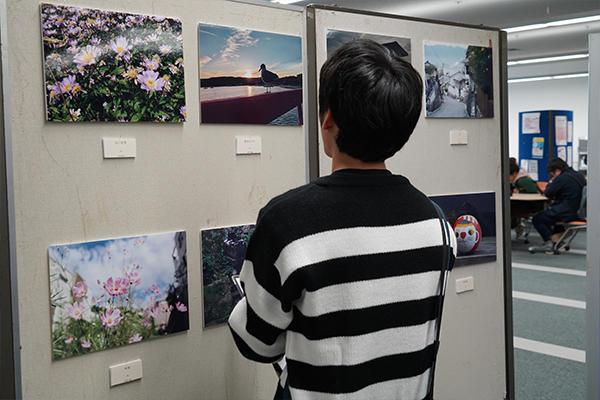 日常の風景や豊かな自然、グルメなど多彩な写真を展示した写真部。
