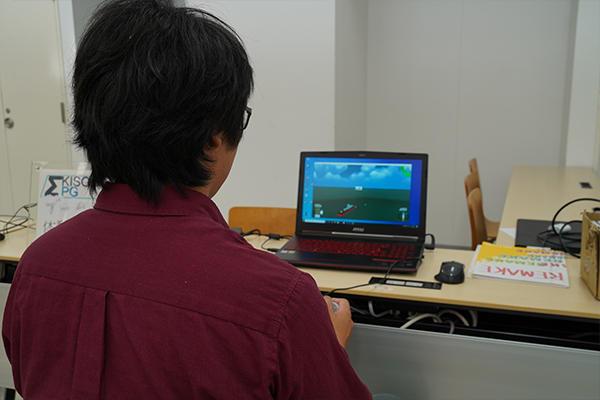 基礎理論工学研究会は、自作ゲームを展示。体験型の作品で来場者に楽しんでもらいました。
