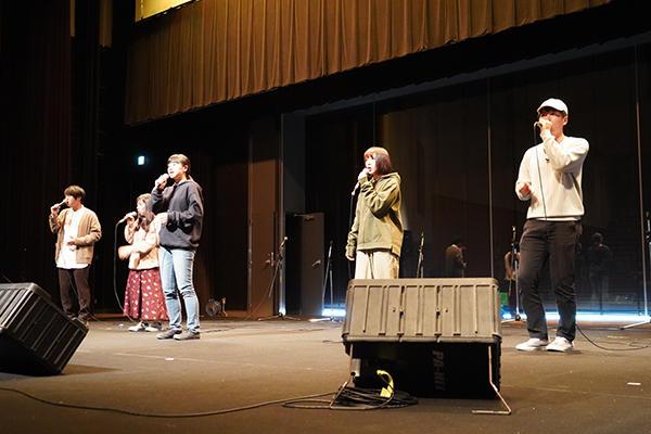 他大学の学生もステージでダンスなどを披露し、工大祭に華を添えてくれました。
