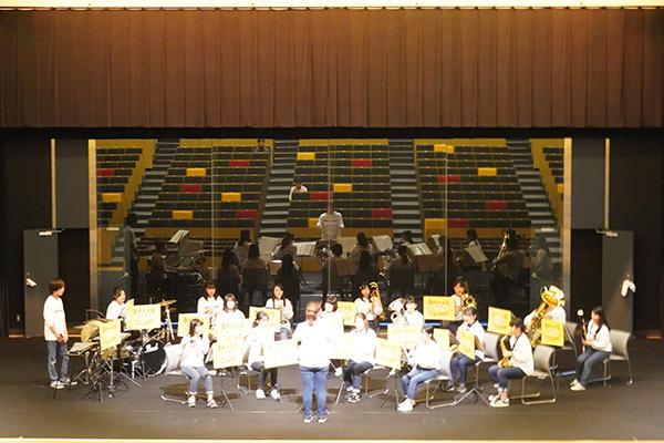2日目の最後は、広島県内の大学生で構成される吹奏楽団「ブラススクエア」がゲスト出演。
