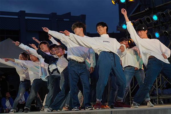 ステージではヒューマンビートボックスやブレイクダンスなどで熱冷めやらないパフォーマンスが続きます。