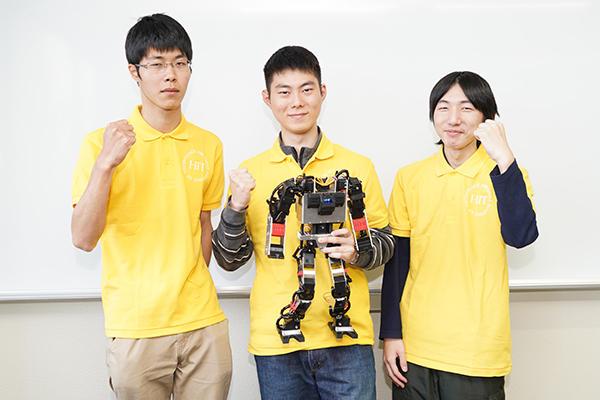 左から加藤さん、尾田さん、田中さん。試合の撮影や他大学の学生と交流を図り、貪欲に技術を学ぼうとしていました。