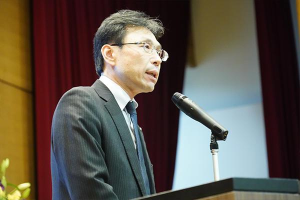 「皆さまと共創の一歩が踏み出せる場としたい」と締めくくる長坂学長。