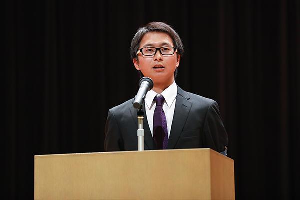 はじめに体育会本部長 土居郁弥さん(環境土木工学科4年)が「講演をしっかり聴いて、ひとつでも多くのことを吸収してください」と挨拶。