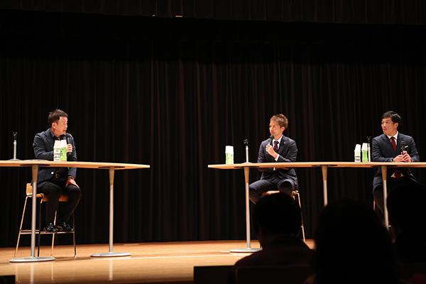 3人のかけ合いはまるでトーク番組のよう。そんな雰囲気の中でも、心に響く言葉がいっぱい。