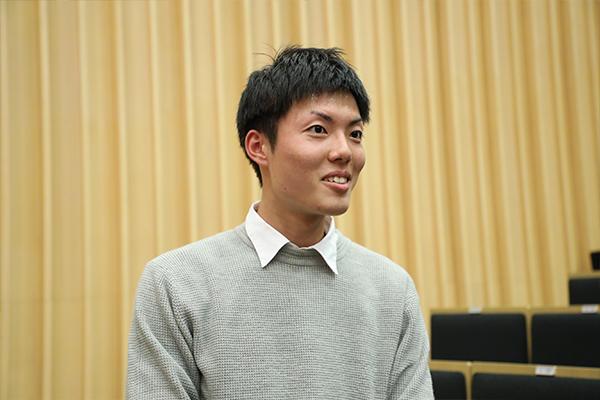 「失敗から学ぶ意識を大切に、これから生活していきたいです」と笠井さん。講演中はたくさんメモを取っていました。