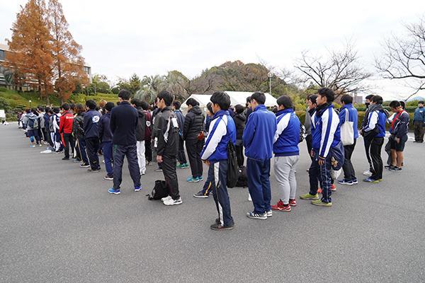 開会式に臨むランナーたち。この日は少し肌寒さを感じましたが、走るにはちょうどいい気温。