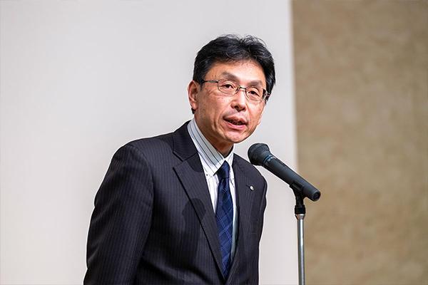 「Society5.0を実現するため、私たち一人ひとりが抱える課題についても理解を深めてください」と本学長坂学長。