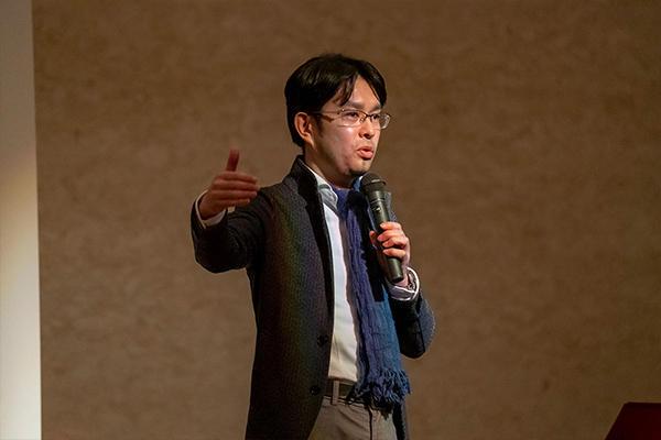 富士通(株)のエバンジェリスト・及川洋光氏。「エバンジェリスト」は技術やサービスについてわかりやすく伝える役目を担っています。