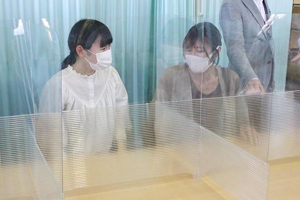 透明な塩ビ板とポリカーボネートプラダンを使用した開放感のあるA案